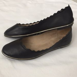 Kelly & Katie black flats with gold trim 8.5